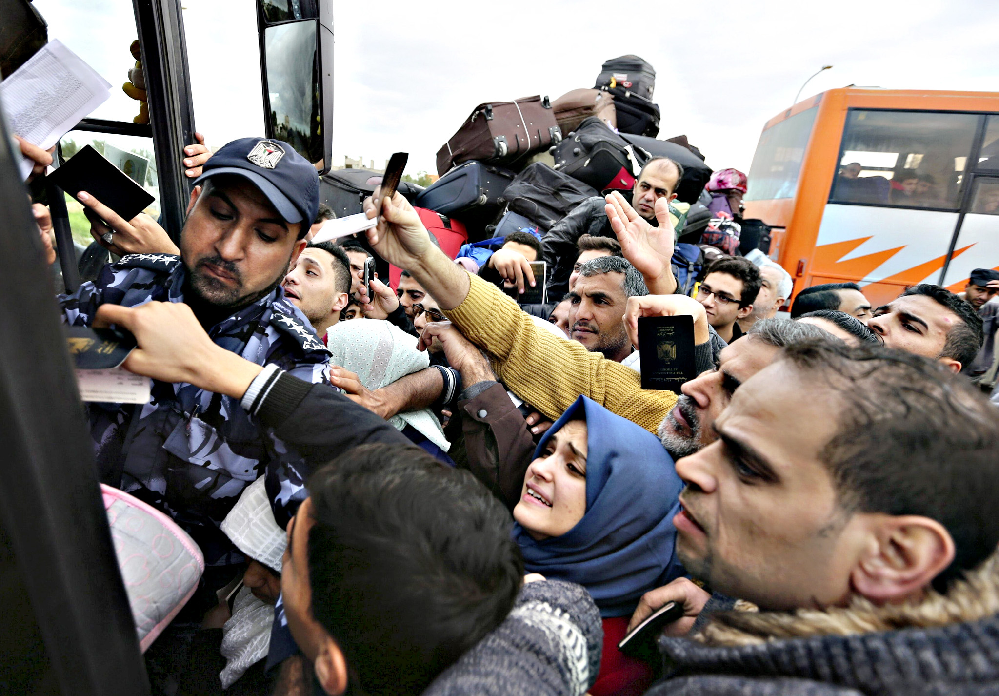 Palestinians try to get in a bus to cross into Egypt at the Rafah border crossing between Egypt and the southern Gaza Strip December 4, 2015. Egypt opened the Rafah border crossing on Thursday for two days to allow Palestinians on humanitarian grounds to travel in and out of the Gaza Strip, officials said.