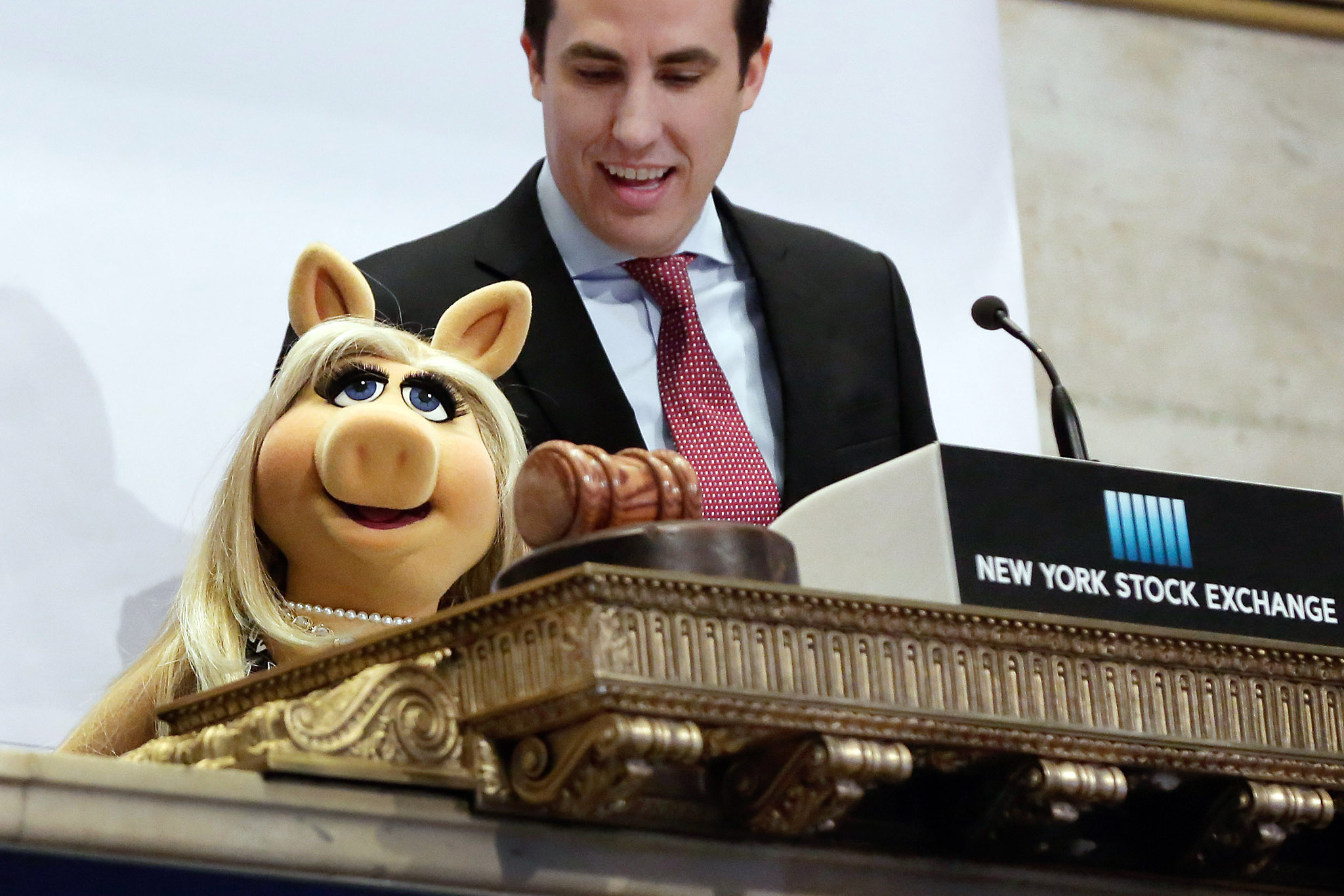 "Miss Piggy, John Tuttle...Miss Piggy, with New York Stock Exchange Chief of Staff John Tuttle, rings the NYSE opening bell to highlight the season premier of Disney's ""The Muppets"" television show, Monday, Feb. 1, 2016. (AP Photo/Richard Drew)"