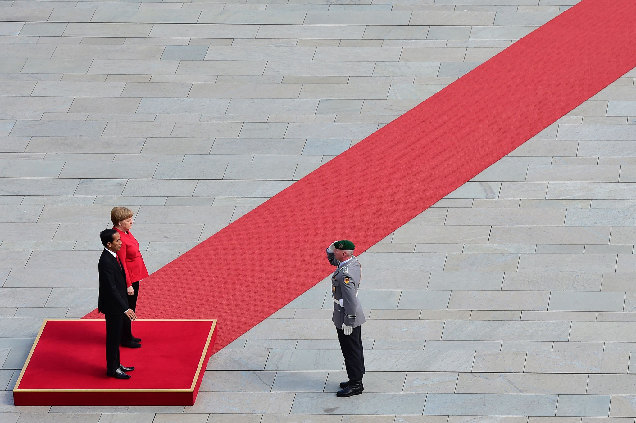 German Chancellor Angela Merkel (R) and ...German Chancellor Angela Merkel (R) and Indonesian President Joko Widodo inspect a military honor guard on April 18, 2016 before talks at the Chancellery in Berlin.