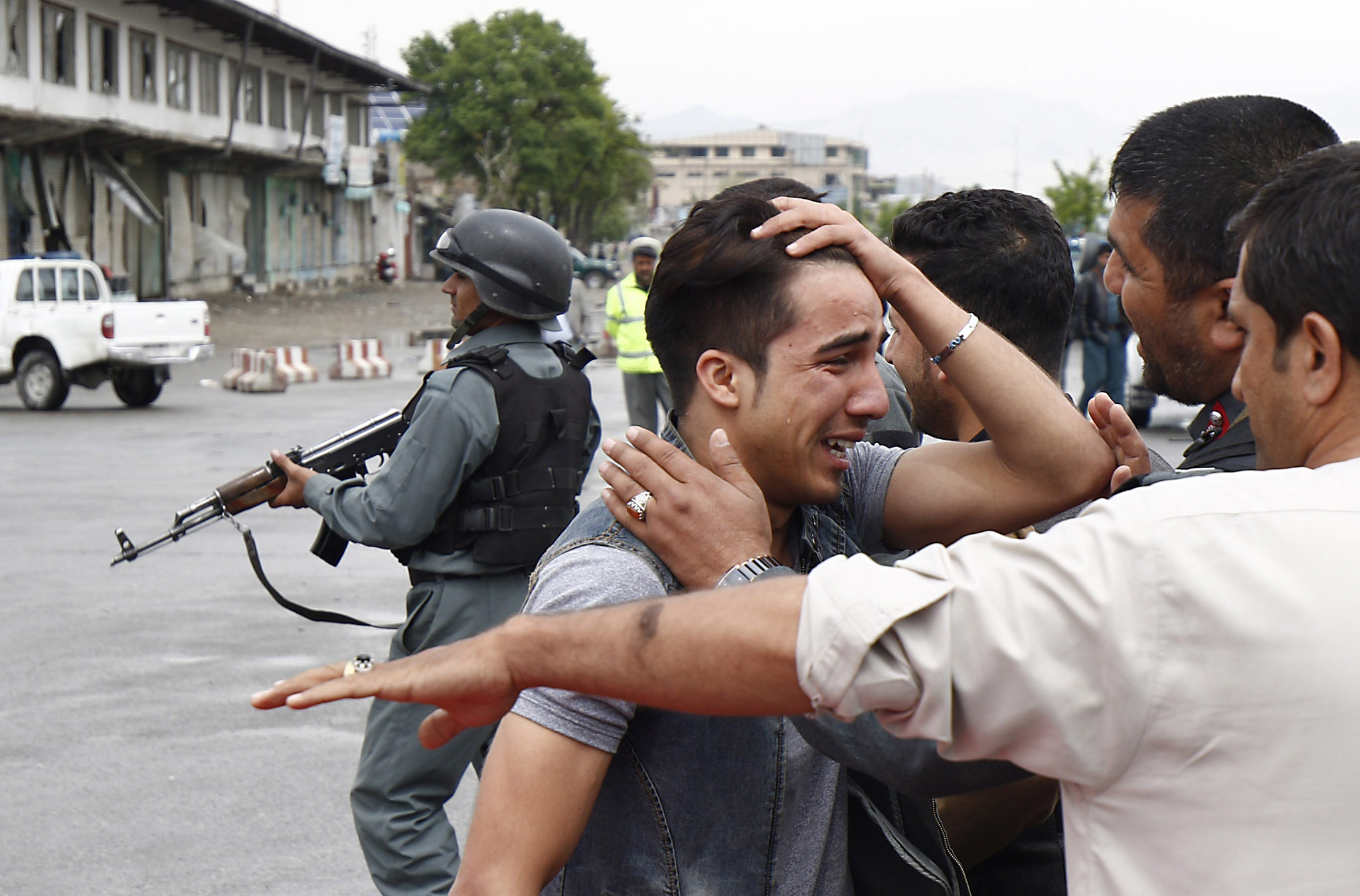 At least 28 people killed in Kabul suicide attack...epa05266766 An unidentified relative of one of the victims, who was killed in a suicide bomb blast that targeted the Ministry of Defense, reacts after his loved one was killed, in Kabul, Afghanistan, 19 April 2016.  At least 28 people were killed and another 327 wounded in a Taliban suicide attack in a high security zone in Kabul, where an explosion was followed by a clash between Afghan troops and insurgents.  EPA/JAWAD JALALI