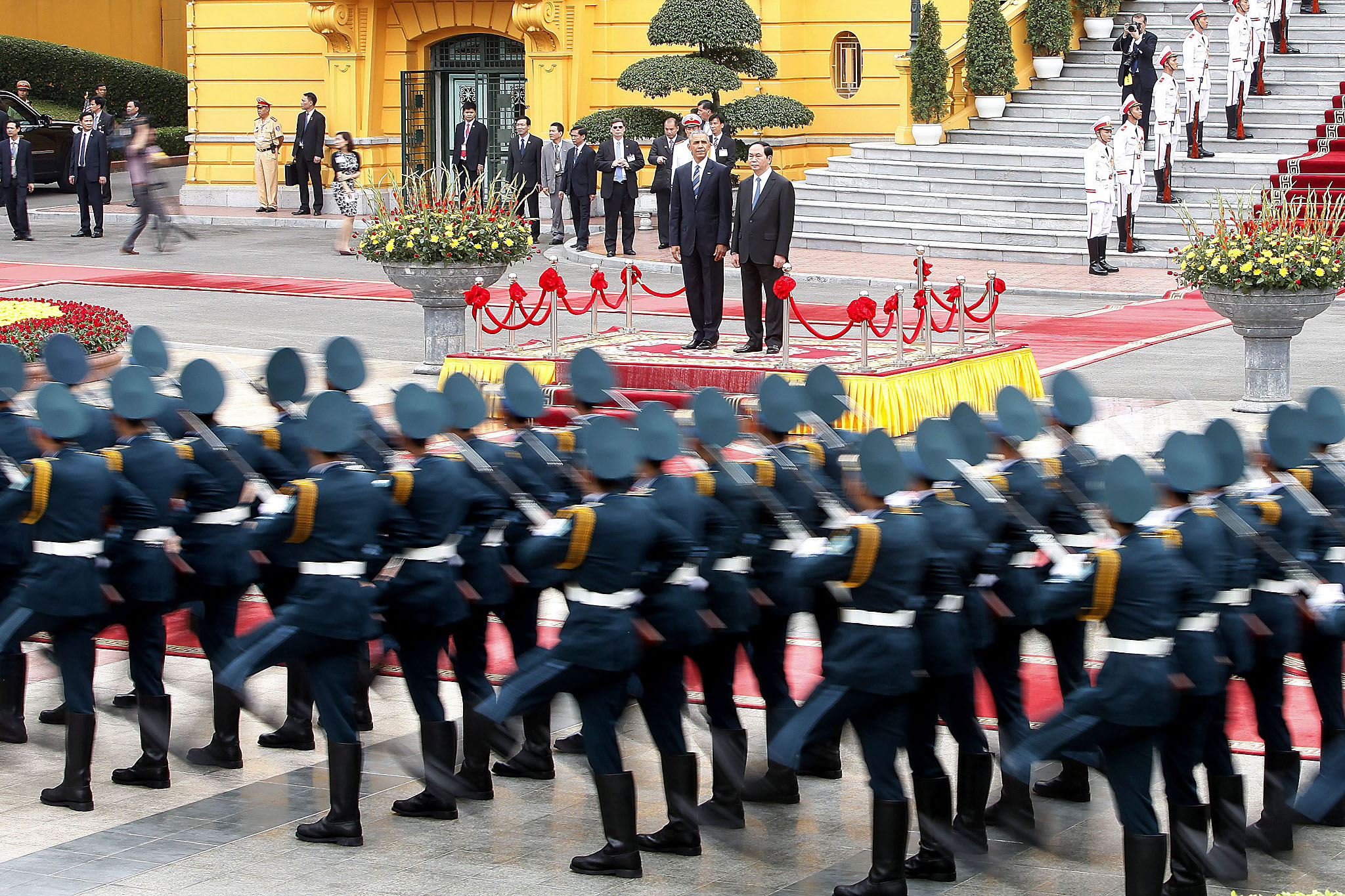 epa05324583 US President Barack Obama (C-L) and Vietnam's President Tran Dai Quang (C-R) review an honor guard at the Presidential Palace in Hanoi, Vietnam, 23 May 2016. US President Barack Obama visits Vietnam for the first time from 23 to 25 May 2016, making him the third US President to visit the South East Asian country since the end of the Vietnam War in 1975. During the first day of his visit Obama announced that the US will lift its arms embargo on weapon sales to Vietnam.  EPA/MINH HOANG