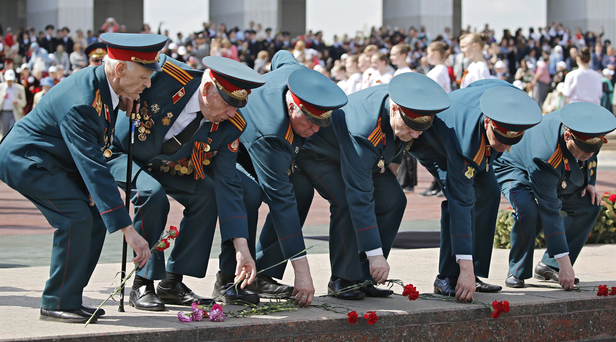 Russian cadets attend a commemorative action ahead of the Victory Day...epaselect epa05291755 Russsian WWII veterans lay flowers at the Eternal Fire in the Victory Park Memorial complex at the Poklonnaya Hill in Moscow, Russia, 06 May 2016, on the day of memory of Saint Georges the Victorious, the heavenly patron of Moscow and warriors. Russia will celebrate the 71st anniversary of the victory over the nazi Germany in the World War II on 09 May 2016.  EPA/YURI KOCHETKOV