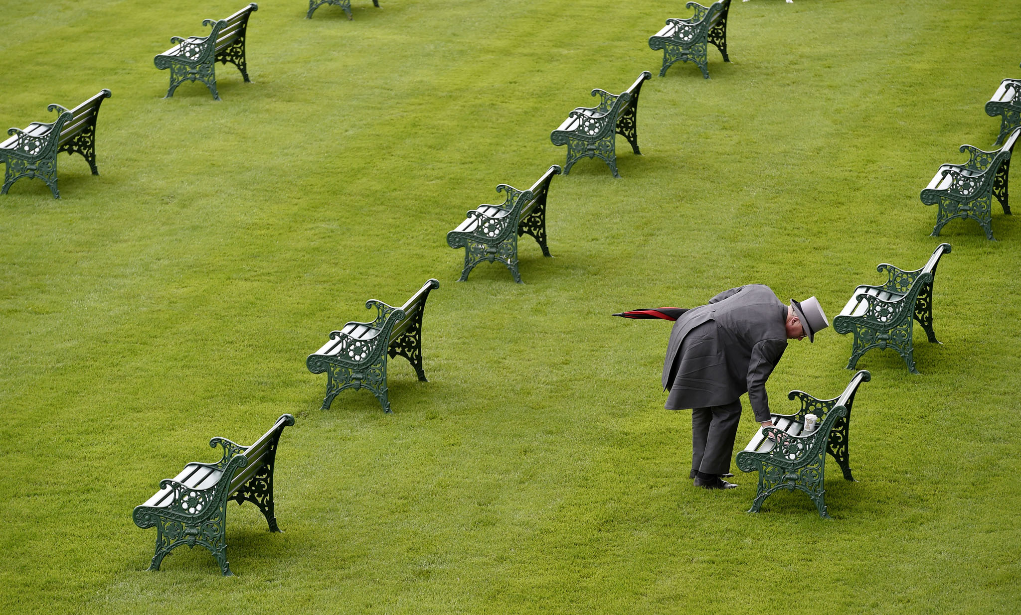Britain Horse Racing - Royal Ascot - Ascot Racecourse - 14/6/16 General view as a racegoer wipes down a bench before sitting on it before the races begin Reuters / Toby Melville Livepic EDITORIAL USE ONLY.