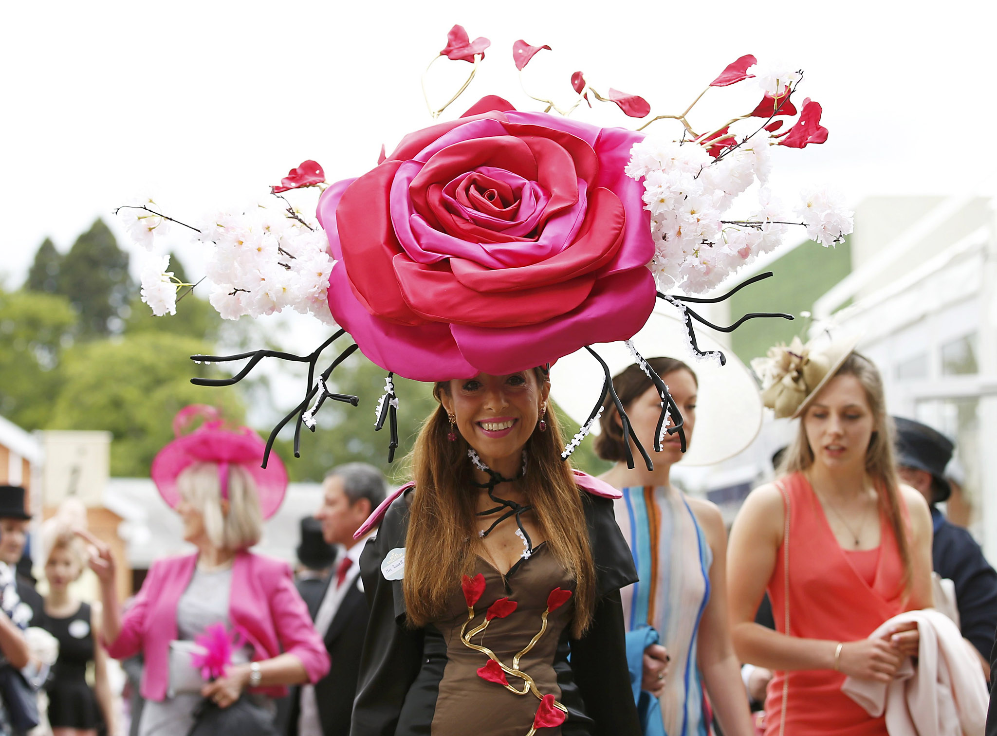 Britain Horse Racing - Royal Ascot - Ascot Racecourse - 16/6/16 Ladies Day Racegoer wears hat Reuters / Andrew Boyers