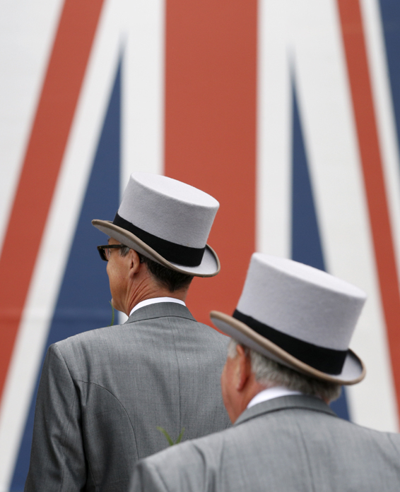 Britain Horse Racing - Royal Ascot - Ascot Racecourse - 17/6/16 Racegoers arrive at Ascot  Action Images via Reuters / Andrew Boyers Livepic EDITORIAL USE ONLY.