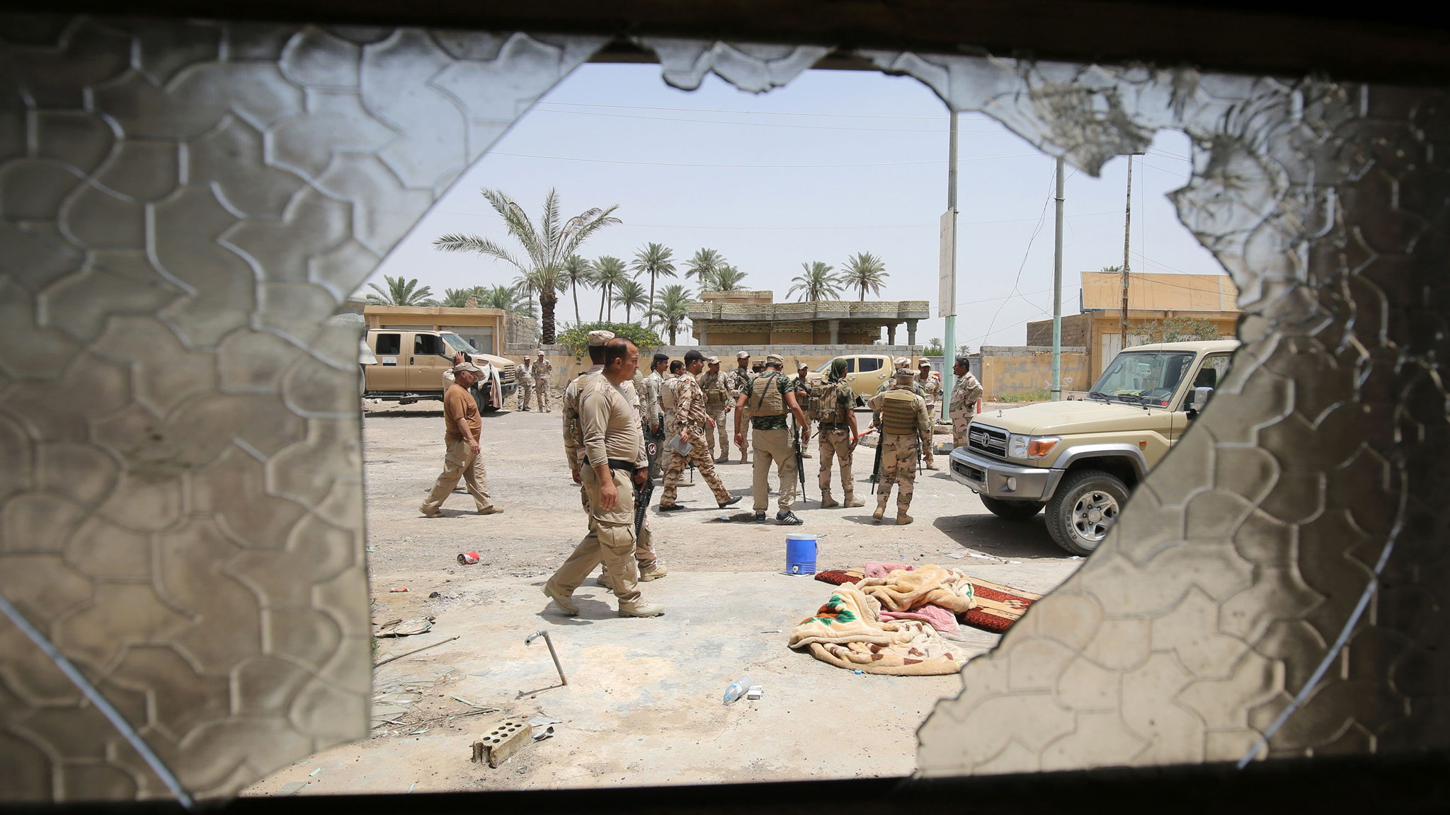 Iraqi soldiers patrol the streets of Saqlawiyah, north west of Fallujah, on June 8, 2016, during an operation to regain territory from the Islamic State (IS) group. Iraqi pro-government forces, made up of fighters from the army, the police and the Popular Mobilisation units, gained new ground from the Islamic State group in a key area west of the jihadist in Fallujah. Led by the country's counter-terrorism service, Iraqi forces and allied militias backed by air support from a US-led coalition began an operation on May 23 to wrest the city of Fallujah from IS.   / AFP PHOTO / AHMAD AL-RUBAYEAHMAD AL-RUBAYE/AFP/Getty Images