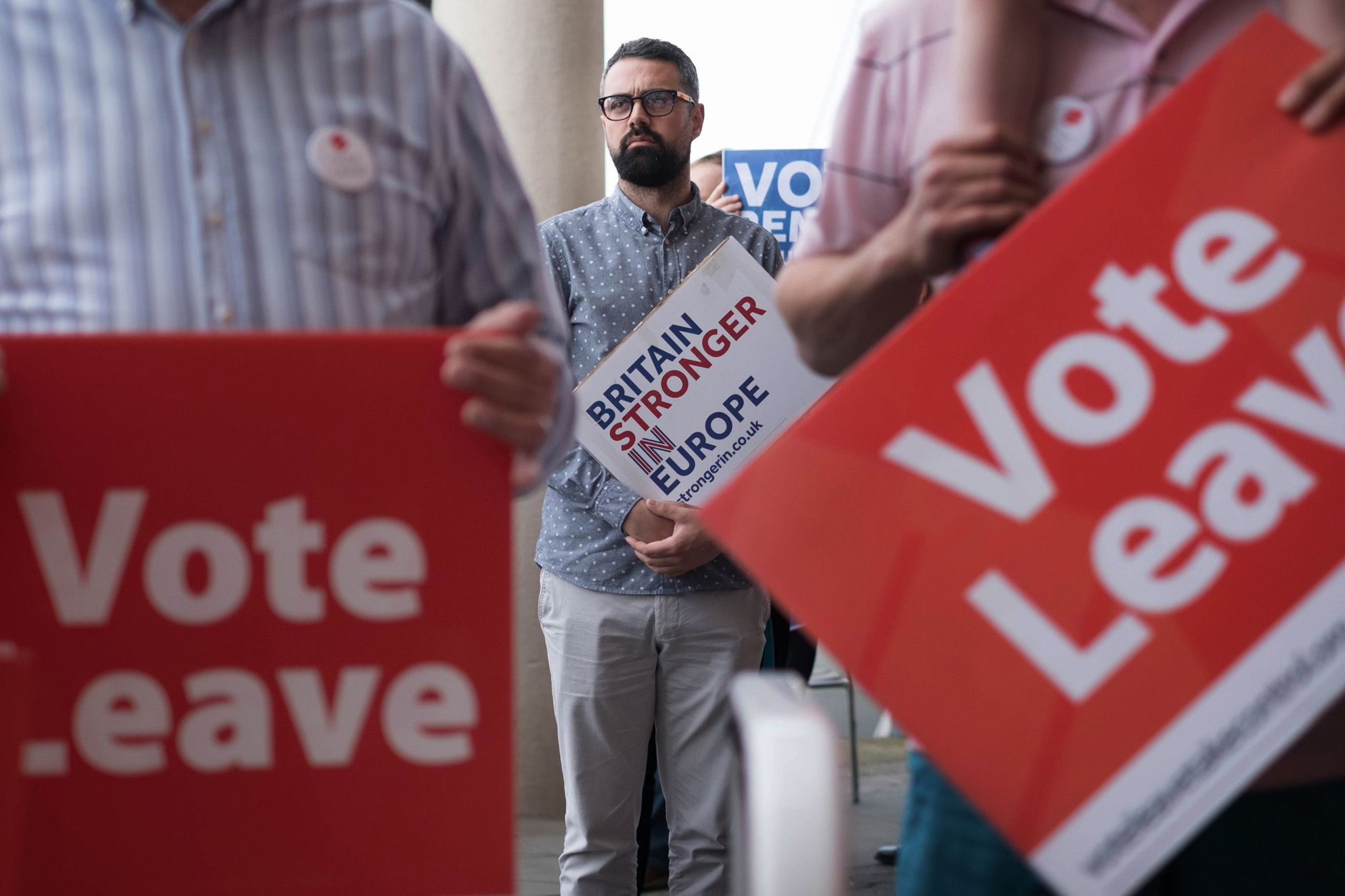 Vote Leave and Britain Stronger In Europe supporters in Ipswich, ahead of Boris Johnson's arrival during an EU referendum campaign tour visit to Suffolk. PRESS ASSOCIATION Photo. Picture date: Tuesday June 7, 2016. See PA story POLITICS EU. Photo credit should read: Stefan Rousseau/PA Wire