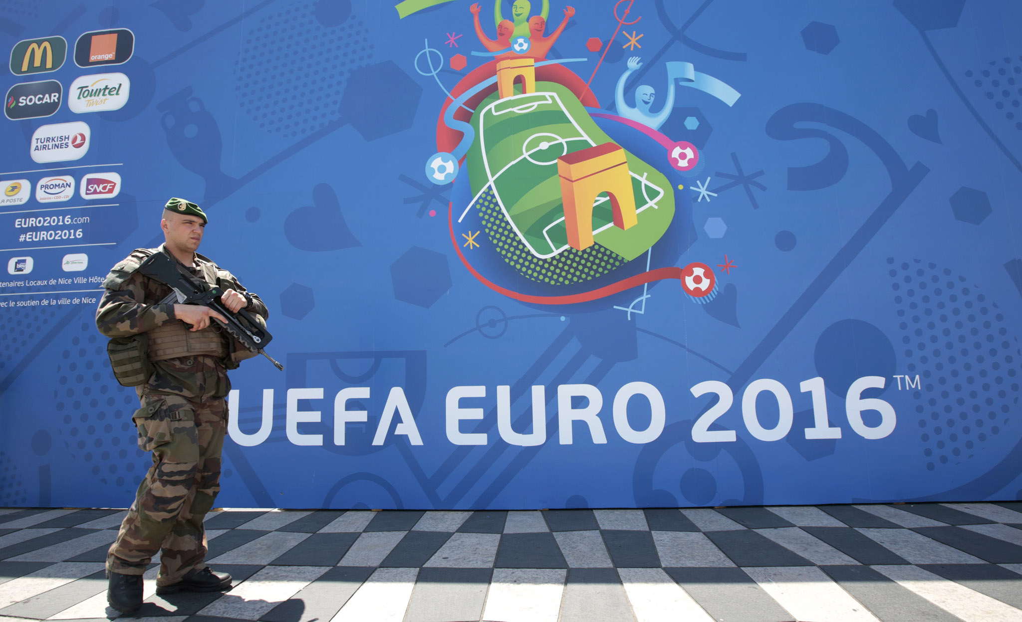A soldier patrols outside a fanzone ahead of the UEFA 2016 European Championship in Nice, France, June 8, 2016.  REUTERS/Eric Gaillard