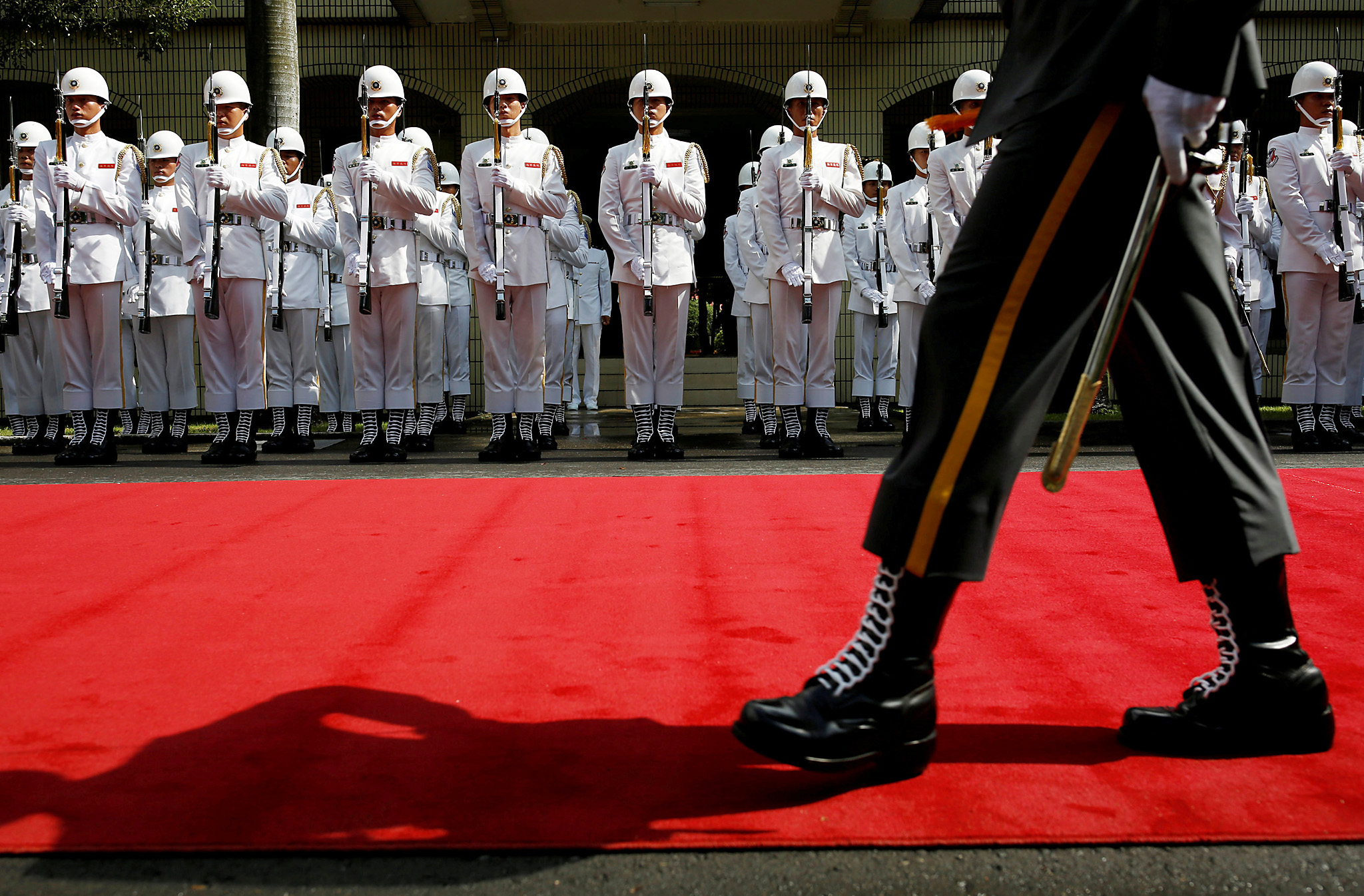 Taiwanese honour guards stand during a ceremony to mark the 92nd anniversary of the Whampoa Military Academy, in Kaohsiung, southern Taiwan June 16, 2016. REUTERS/Tyrone Siu     TPX IMAGES OF THE DAY