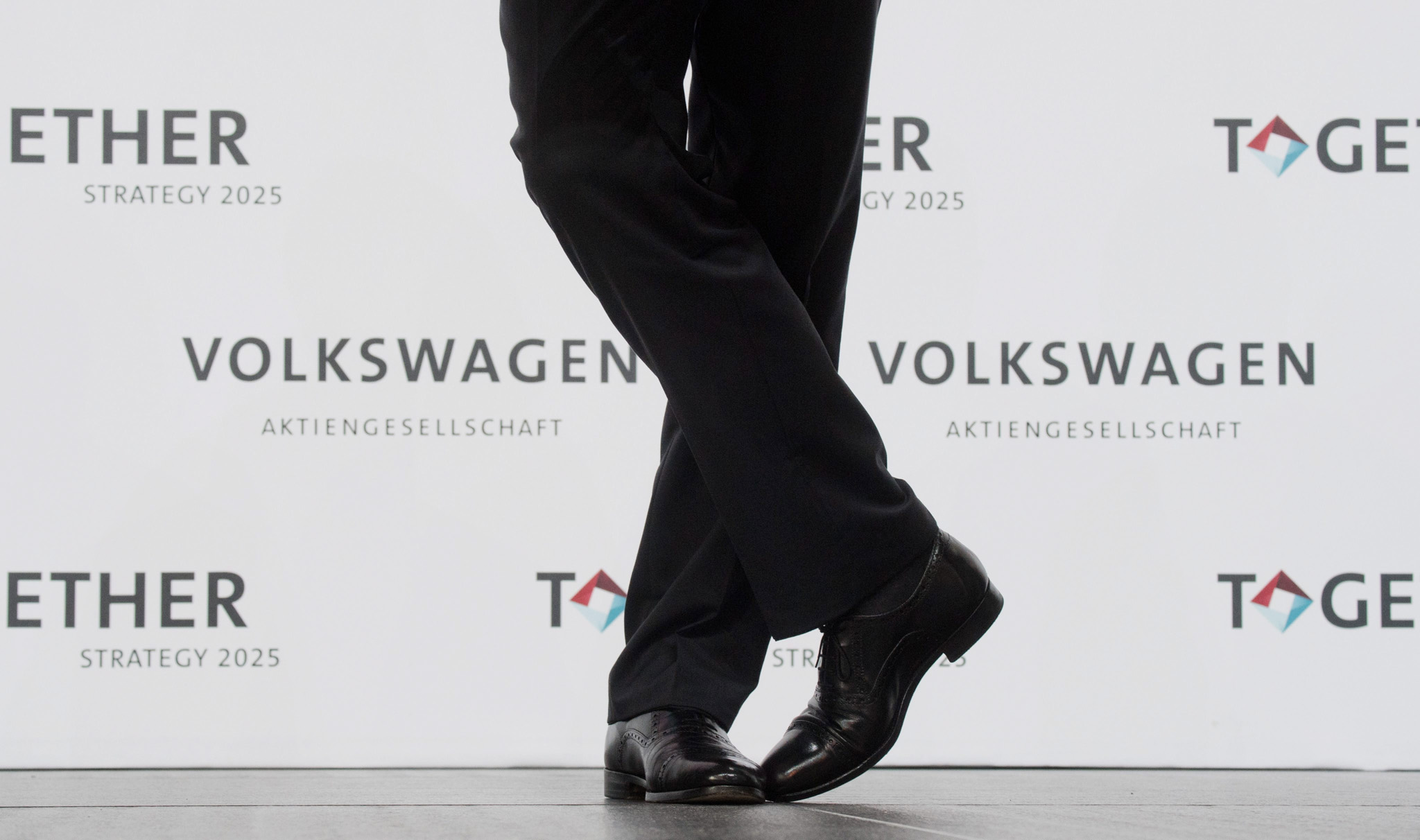 epa05368863 Matthias Mueller, CEO of Volkswagen AG, attends a press conference at the Volkswagen plant in Wolfsburg, Germany, 16 June 2016. The German carmaker Volkswagen (VW) introduced its strategy until the year of 2025.  EPA/JULIAN STRATENSCHULTE