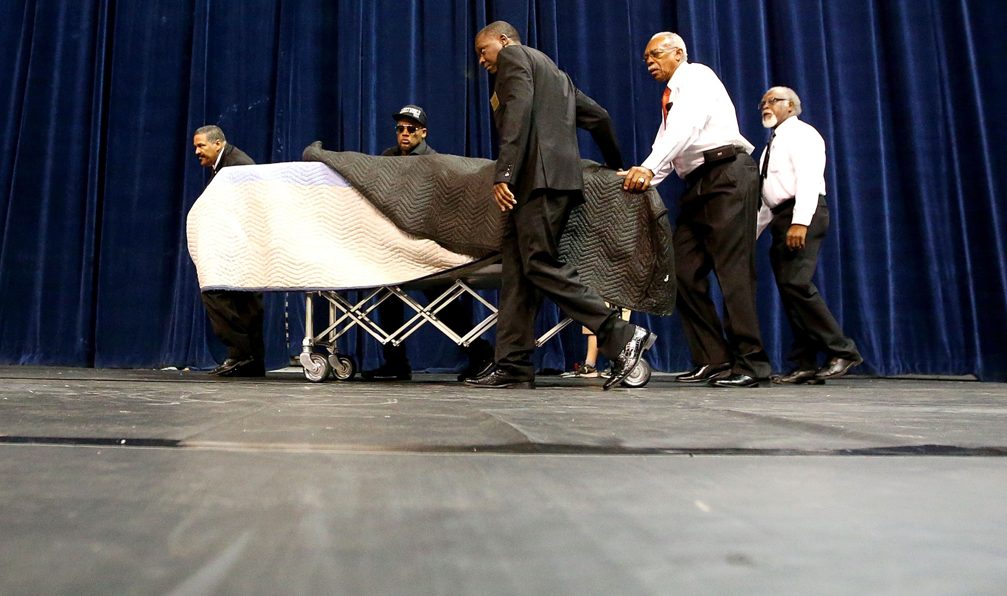 BATON ROUGE, LA - JULY 15:  The body of Alton Sterling, who was shot and killed by Baton Rouge Police officers, lies in a casket as he is brought into his funeral at Southern University on July 15, 2016 in Baton Rouge, Louisiana.  (Photo by Sean Gardner/Getty Images)