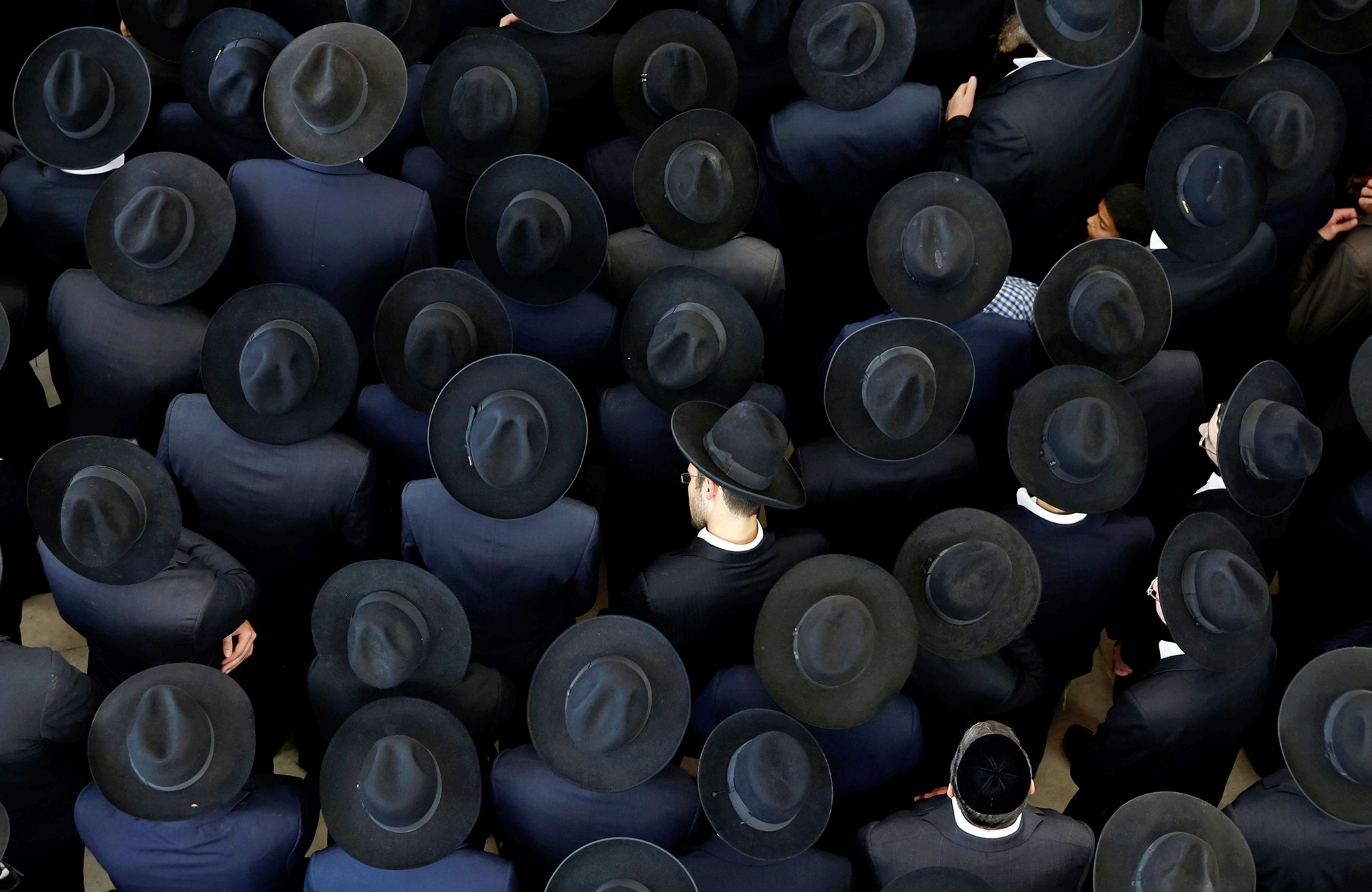 "Ultra-Orthodox Jewish men take part in the funeral ceremony of Rabbi Moshe Mordechai Chadash, head of the ""Or Alhanan"" Jewish Seminary, in Jerusalem August 3, 2016. REUTERS/Ronen Zvulun"