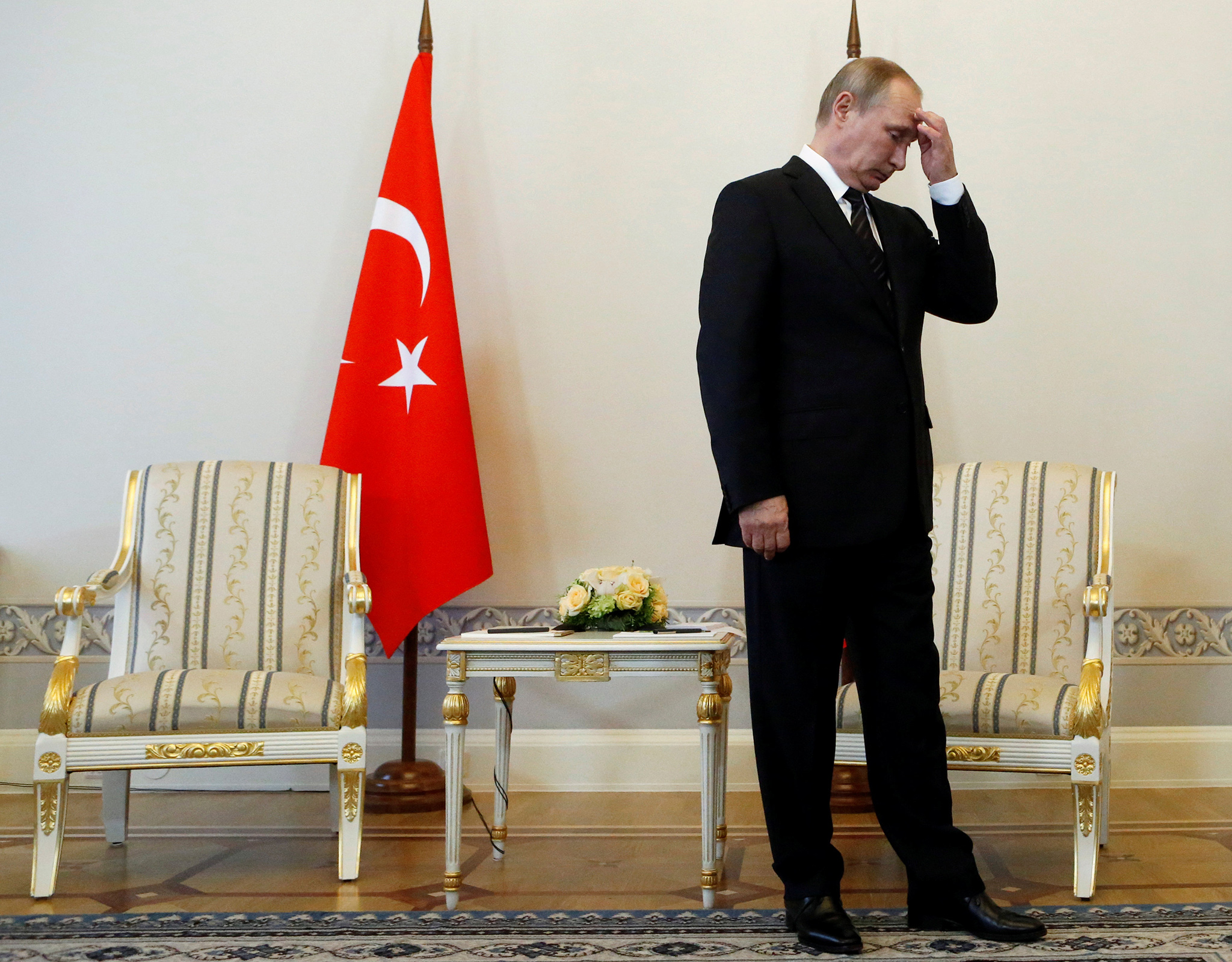Putin attends a meeting with Turkish President Tayyip Erdogan in St. Petersburg, Russia, August 9, 2016.  REUTERS/Sergei Karpukhin