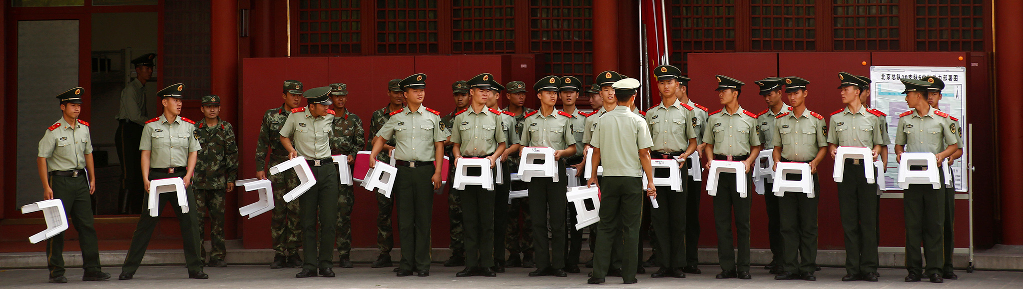 Paramilitary policemen listen to the officer addressing them in the Forbidden City in Beijing, China, September 9, 2016. REUTERS/Thomas Peter   TPX IMAGES OF THE DAY