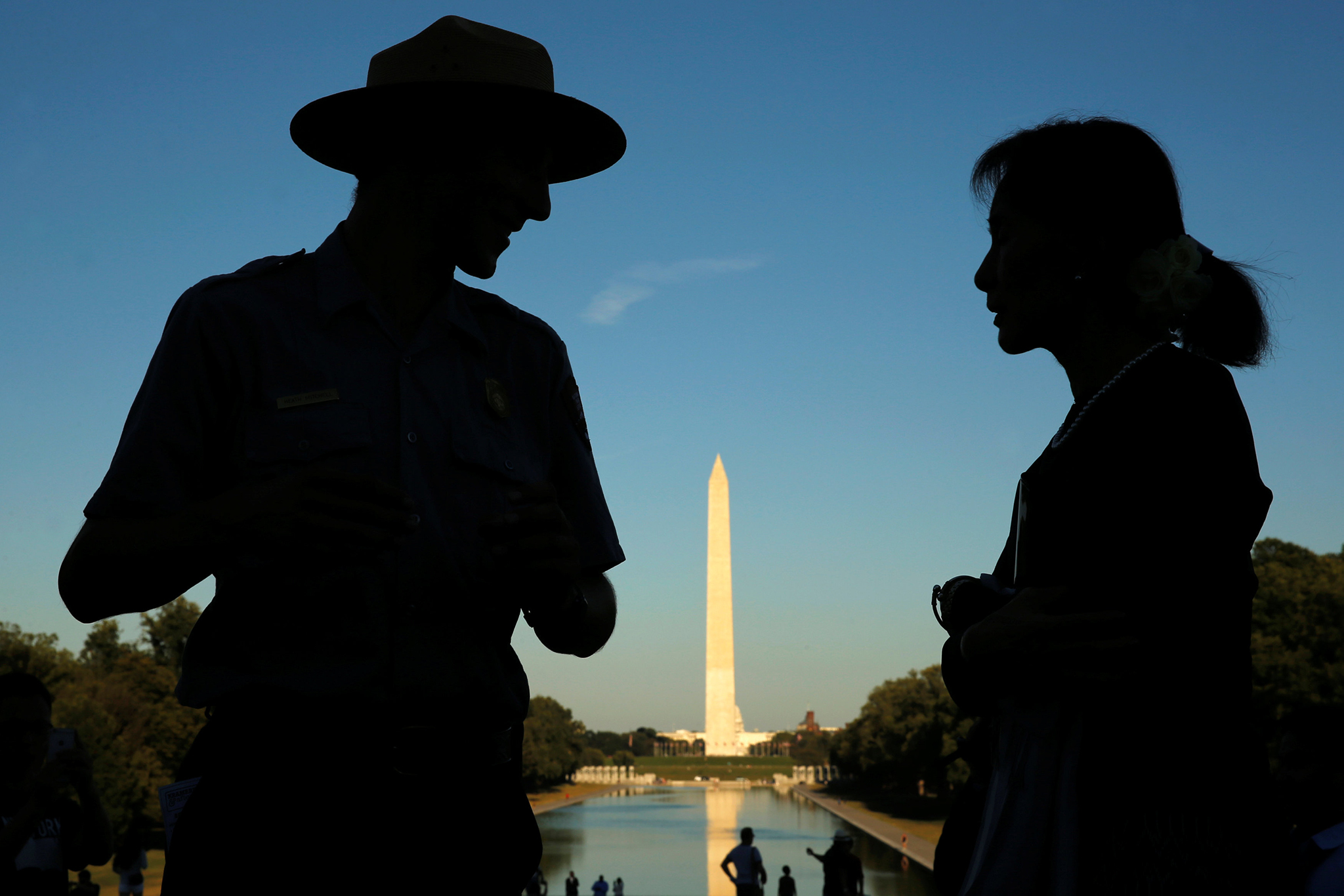 The Washington Monument provides a backdrop as Myanmar's State Counsellor Aung San Suu Kyi is guided by U.S. National Park Service Ranger Heath Mitchell (L) on a visit to the Lincoln Memorial in Washington, U.S. September 14, 2016. REUTERS/Jonathan Ernst     TPX IMAGES OF THE DAY