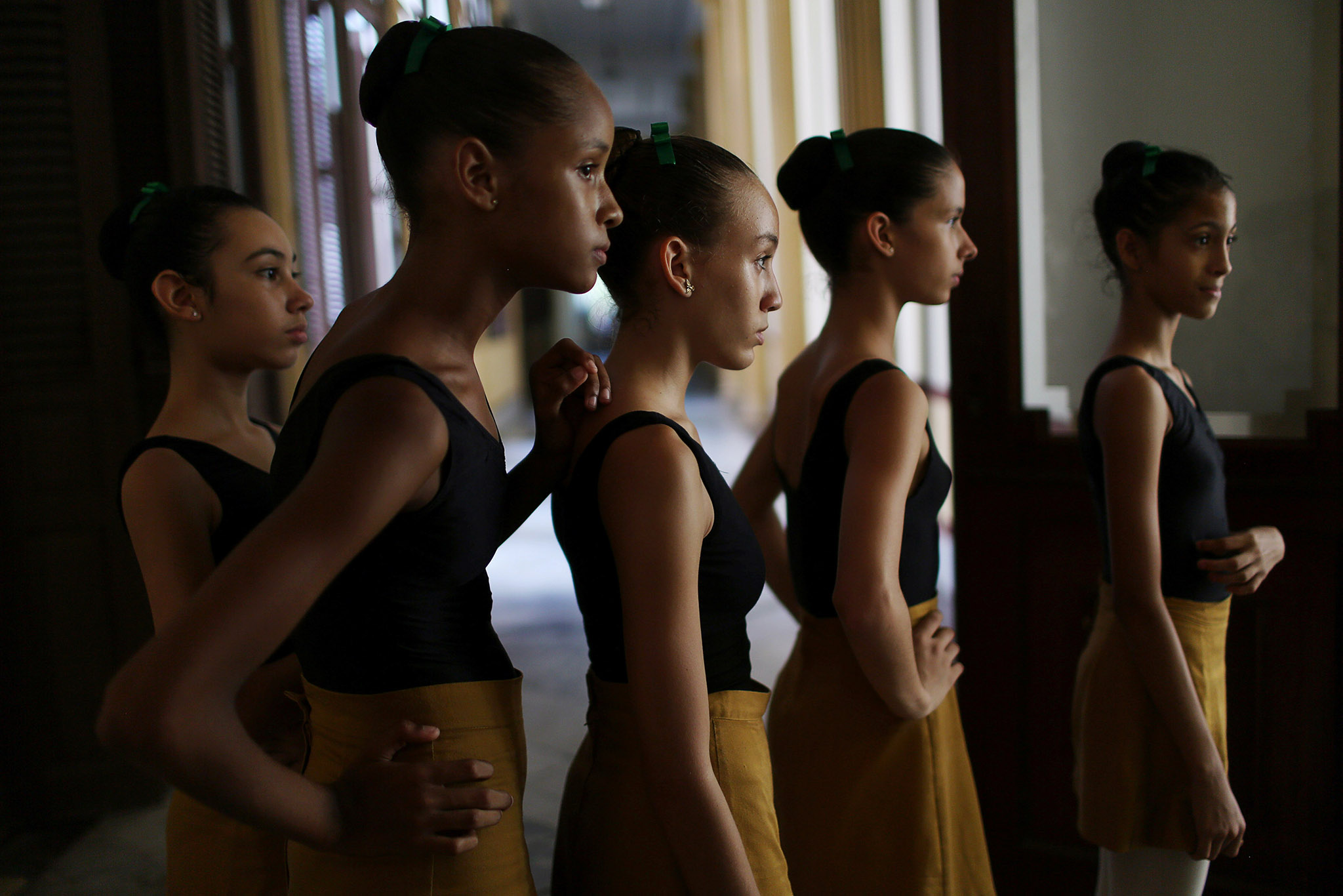 Students at the Cuba's National Ballet School (ENB) wait in line to enter a classroom in Havana, Cuba, October 12, 2016. Picture taken October 12, 2016. REUTERS/Alexandre Meneghini