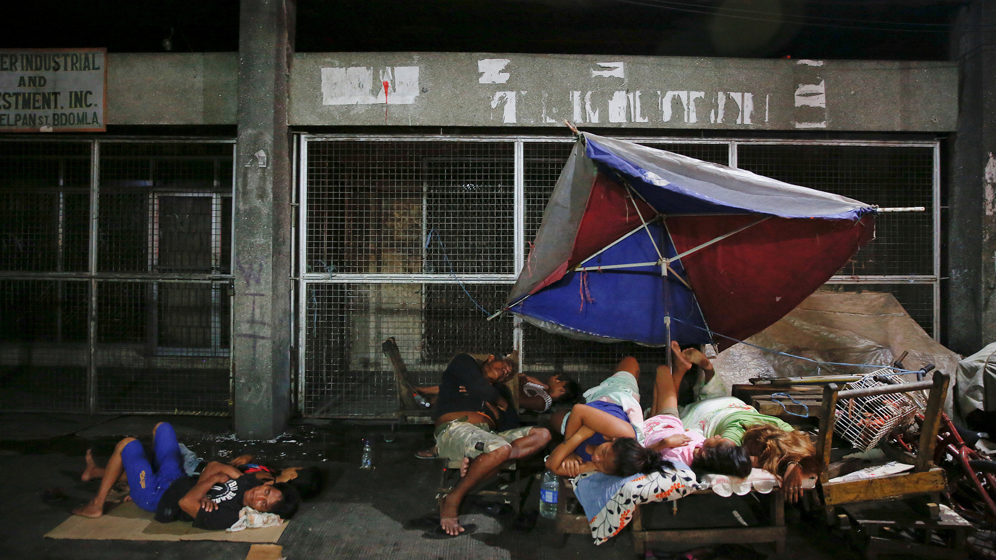 People sleep in open air, on a street in Tondo, Manila, Philippines early October 18, 2016. Local residents from the neighbourhood in Manila's slum of Tondo in which several people were killed in drugs related operations, say there are more people sleeping outside their homes since the beginning of the country's war on drugs fearing for their safety. REUTERS/Damir Sagolj
