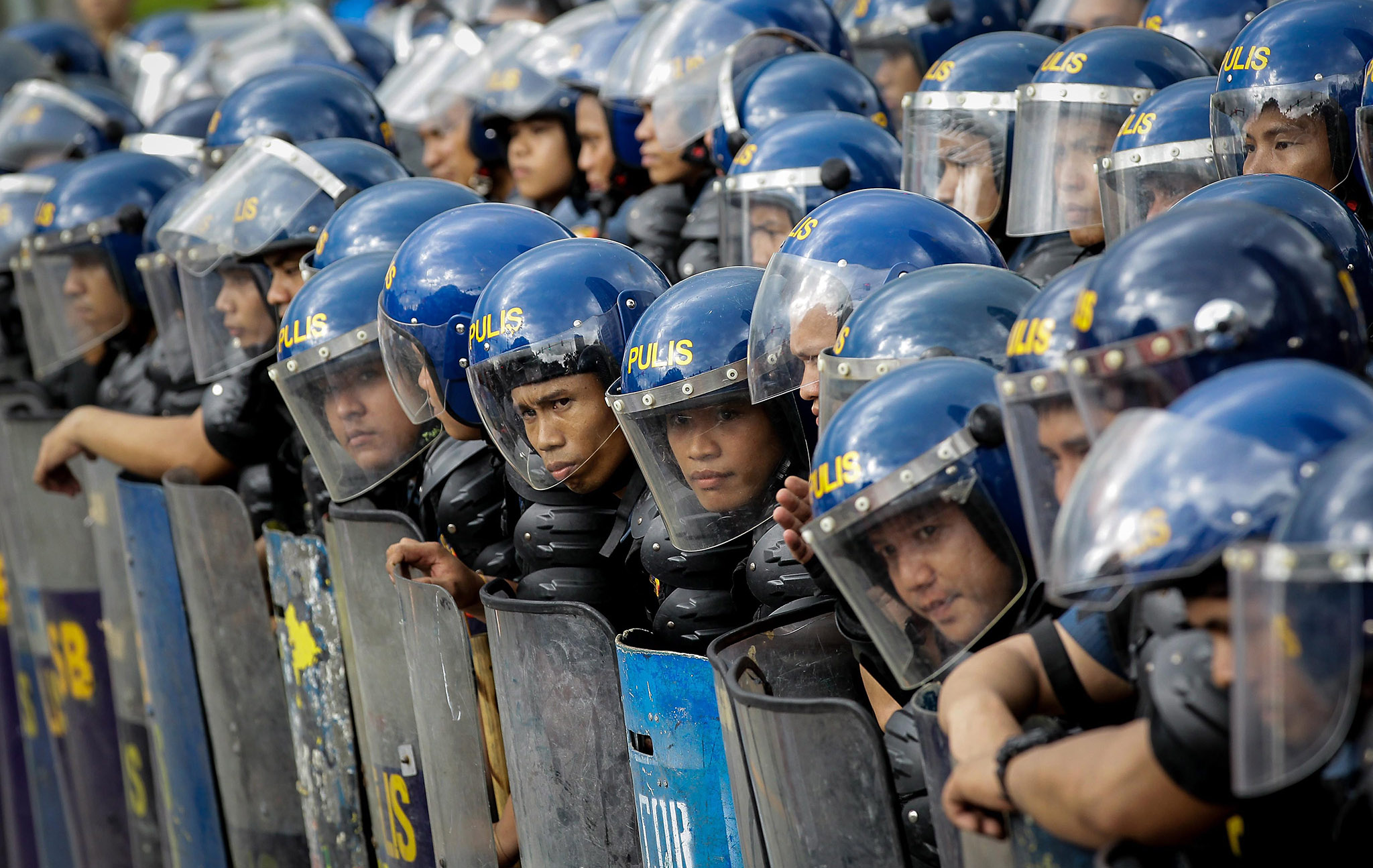 Filipino anti-riot police stand guard during a protest near the US Embassy in Manila, Philippines, 27 October 2016. Hundreds of protesters including Indigenous People, students and militant groups marched towards the US Embassy to protest against the presence of US military troops and condemning the violent dispersal on 19 October which left at least forty people hurt including twenty police officers and three people who were run over by a police van.  EPA/MARK R. CRISTINO