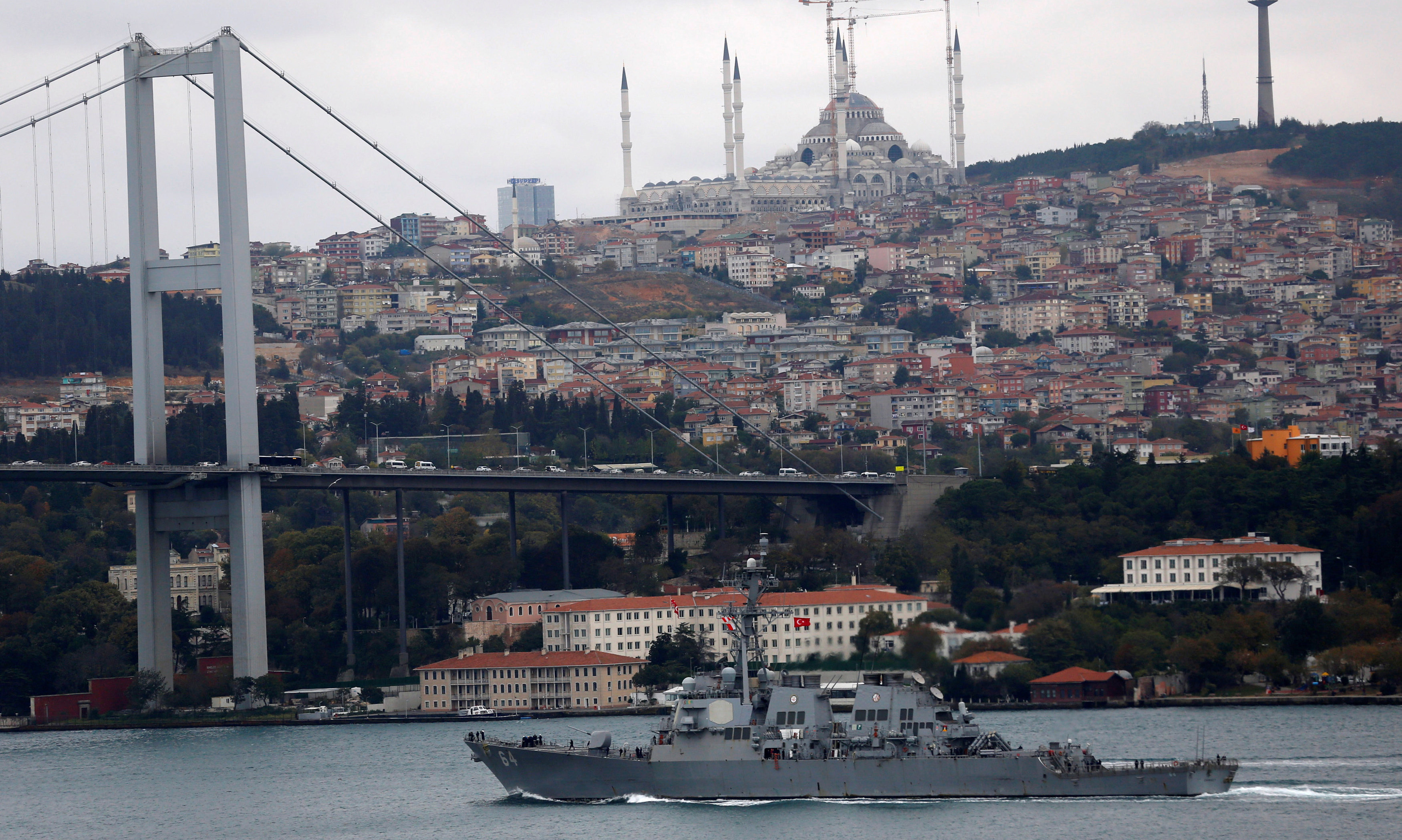 The U.S. Navy destroyer USS Carney sets sail in the Bosphorus, on its way to the Black Sea, in Istanbul, Turkey, October 24, 2016. REUTERS/Murad Sezer
