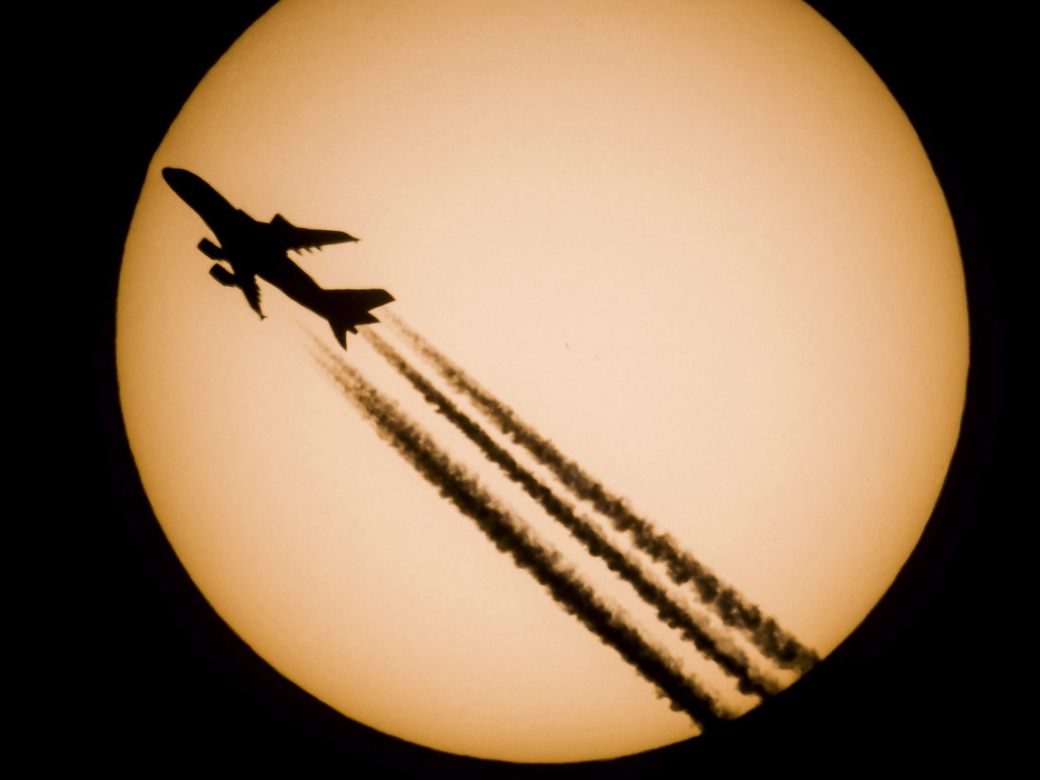 An Airbus A380-861 passenger jet of Singapore Airlines is silhouetted against the Sun as photographed from Salgotarjan, 109 kms northeast of Budapest, Hungary, 28 October 2016.  EPA/PETER KOMKA HUNGARY OUT