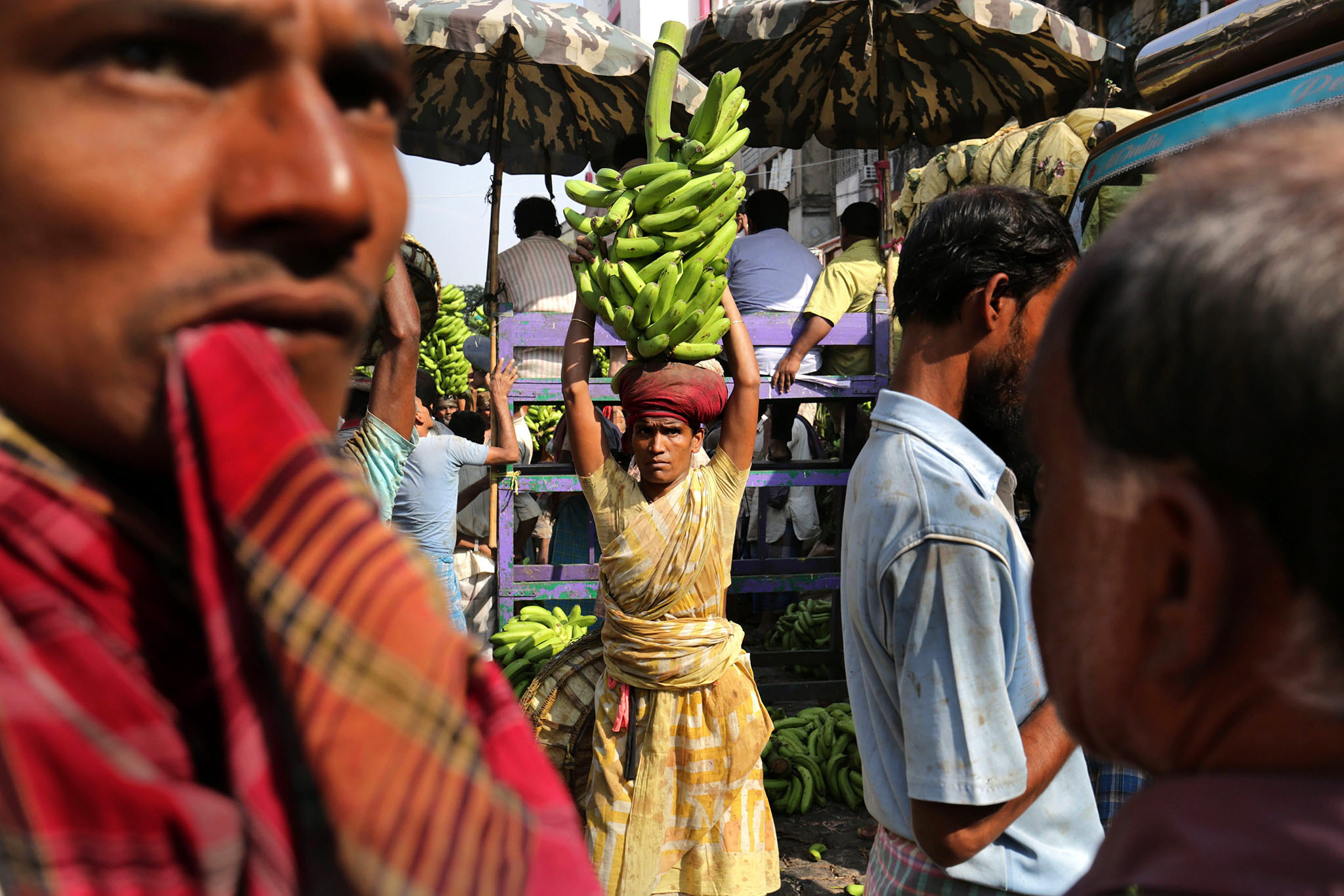 Indian laborers handle banana branches at the largest and busiest wholesale fruit market in Calcutta, eastern India, 16 November 2016. Media reports state major wholesalers are facing troubles selling their stock of fresh fruits and vegetables as cash shortages continues to affect the market.  Indian Prime Minister Narendra Modi announced the elimination of the 500 and 1,000 rupee bills (7.37 and 14.73 US dollars, respectively), hours before the measure took effect at midnight 08 November, for the purpose of fighting against 'black money' (hidden assets) and corruption in the country. The decision sparked some protests, while storekeepers complained about dwindling sales because many citizens lack the cash to buy the most basic products, as lines get longer at ATMs and banks.  EPA/PIYAL ADHIKARY