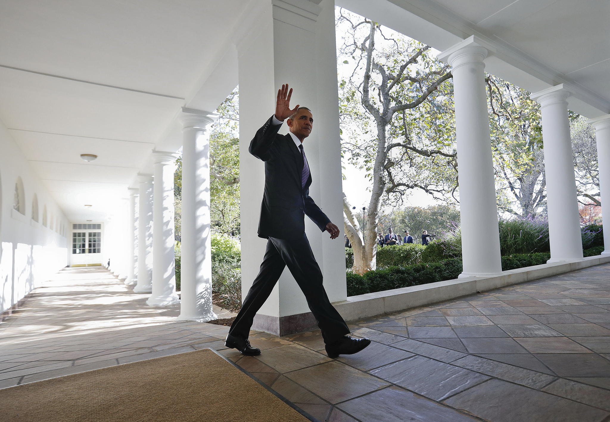 President Barack Obama waves as he walks down the White House Colonnade from the main residence to the Oval Office Tuesday, Nov. 8, 2016 in Washington. (AP Photo/Pablo Martinez Monsivais)