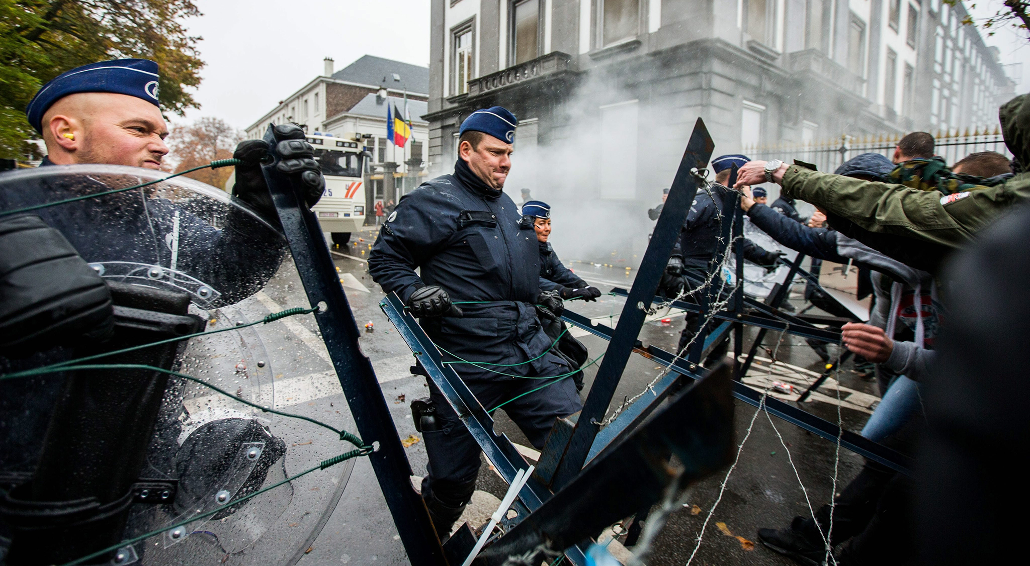Military personnel confront police during a protest against the reform of their pension scheme in Brussels, Belgium, 15 November 2016. The military personnel demonstrate on the day of the King's feast to express their dissatisfaction with the reform of their pension scheme.  EPA/STEPHANIE LECOCQ