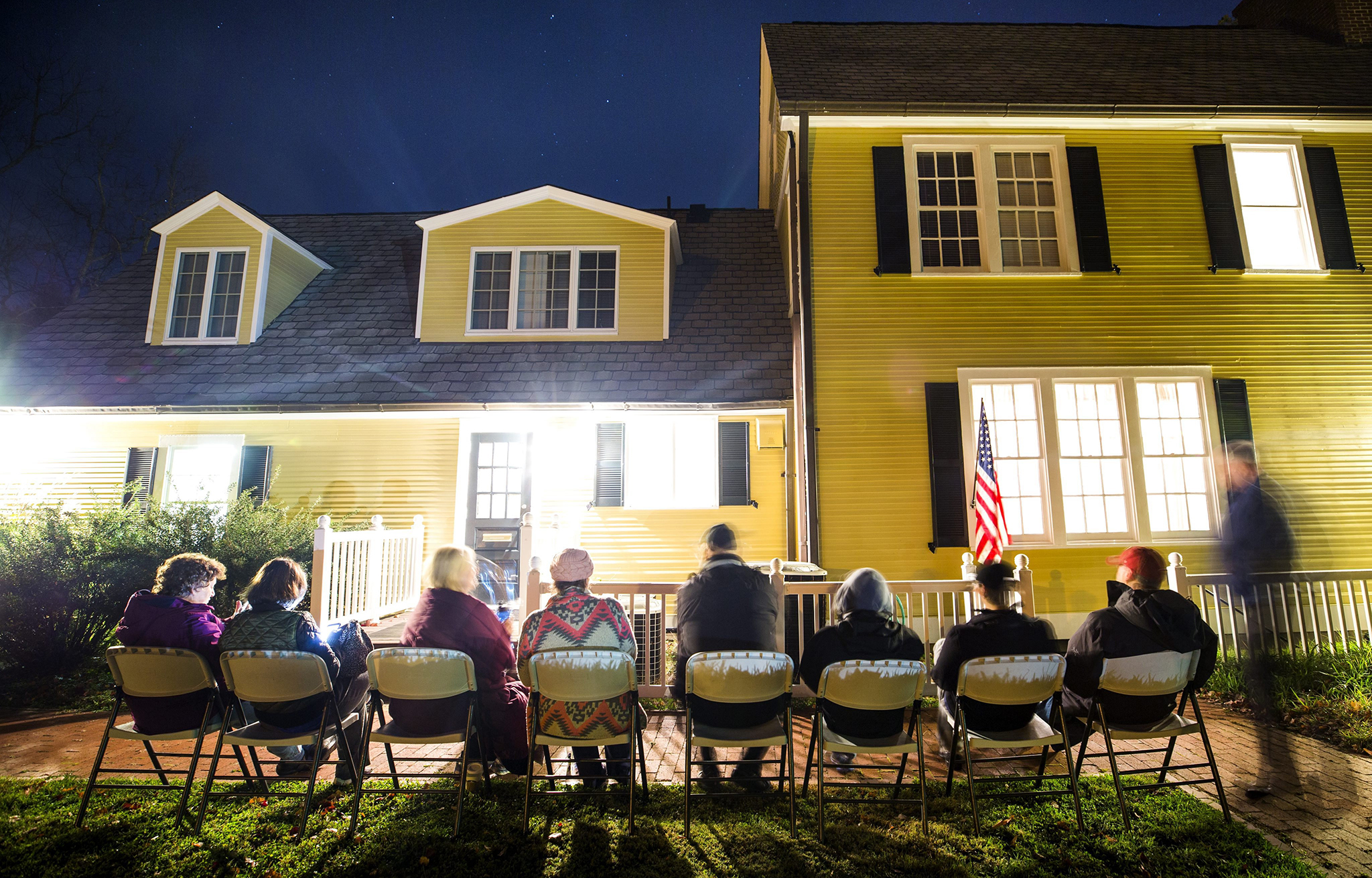 Virginia residents wait in line in the pre-dawn hours to vote in the the 2016 US presidential election before the polls open at an historic property called the 'Hunter House' at Nottoway Park in Vienna, Virginia, USA, 08 November 2016. US Americans are called to the polls in the election to chose the 45th President of the United States of America to serve from 2017 through 2020.  EPA/JIM LO SCALZO