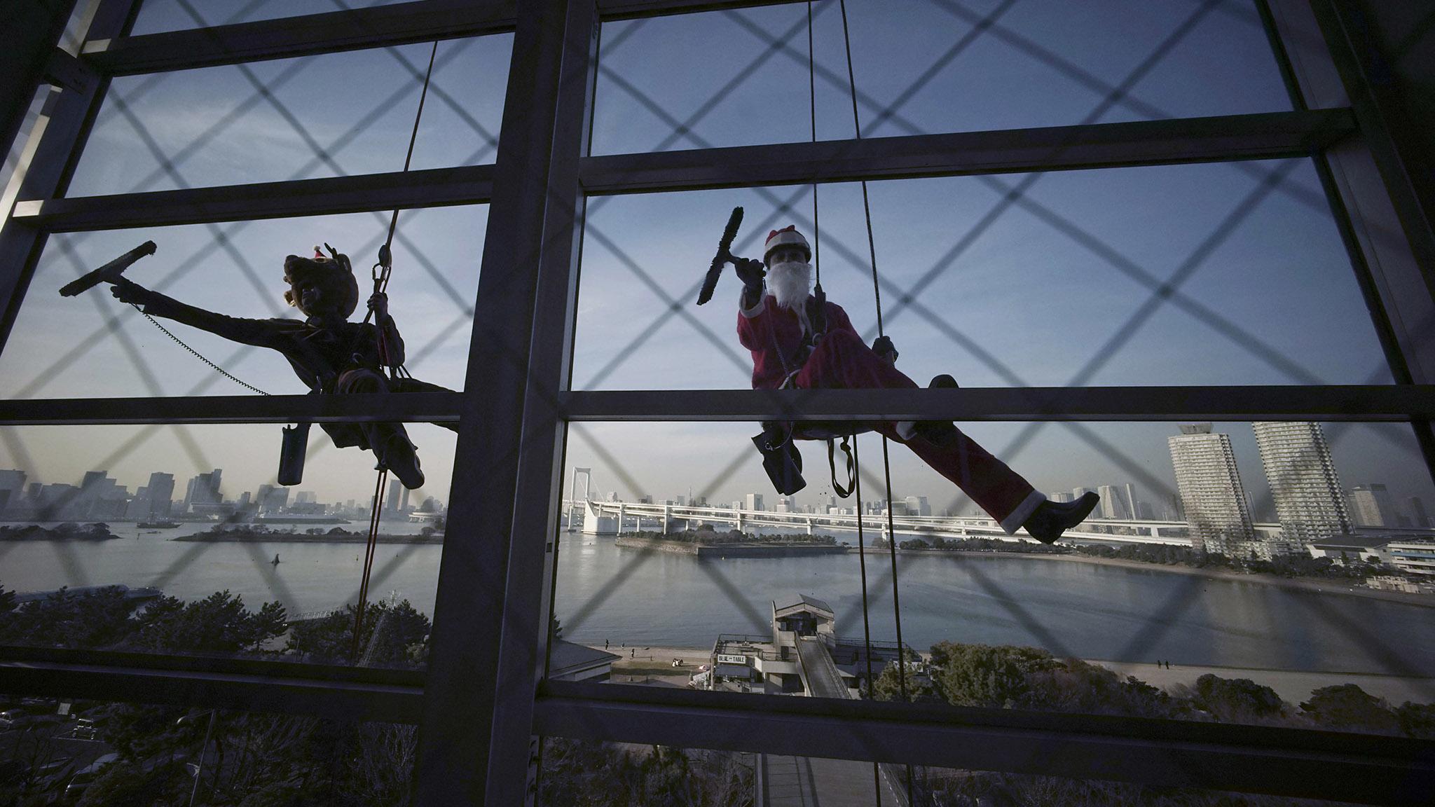 Japan Santa Claus Window Cleaner