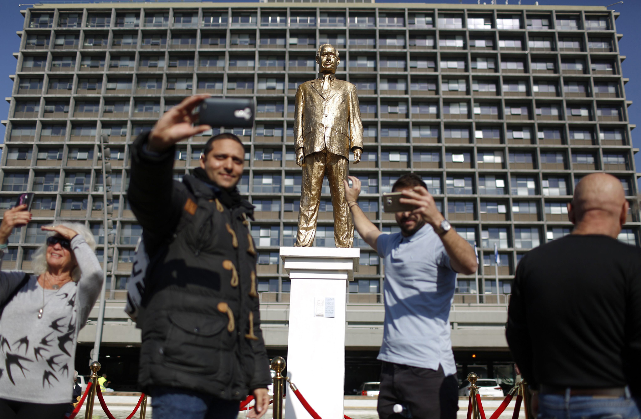 Israelis take pictures of a golden statue  depicting Israeli Prime Minister Benjamin Netanyahu on Rabin Square in Tel Aviv, Israel, 06 December 2016. The statue was installed overnight by Israeli artist Itay Zalait, as a political statement against PM Netanyahu.  EPA/ABIR SULTAN