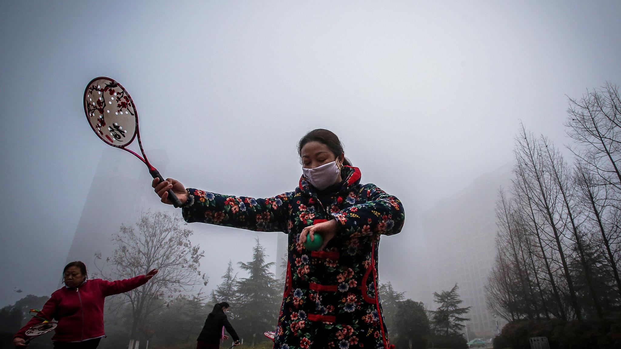 People exercise among heavy smog in Hefei