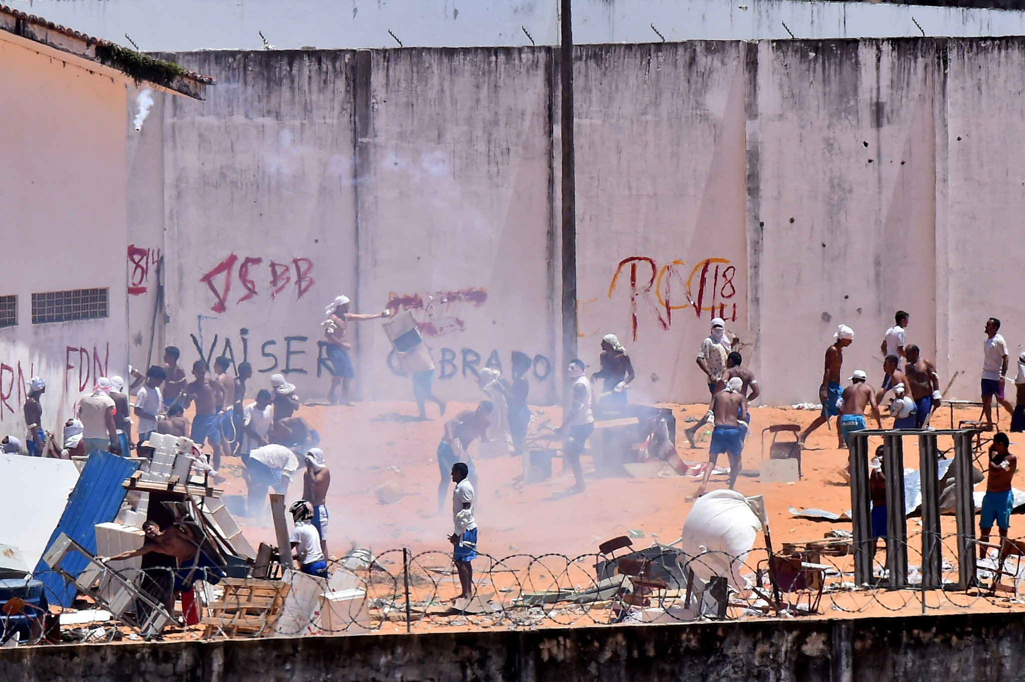 nmates are seen during an uprising at Alcacuz prison in Natal, Rio Grande do Norte state, Brazil, January 19, 2017.  REUTERS/Josemar Goncalves FOR EDITORIAL USE ONLY. NO RESALES. NO ARCHIVES