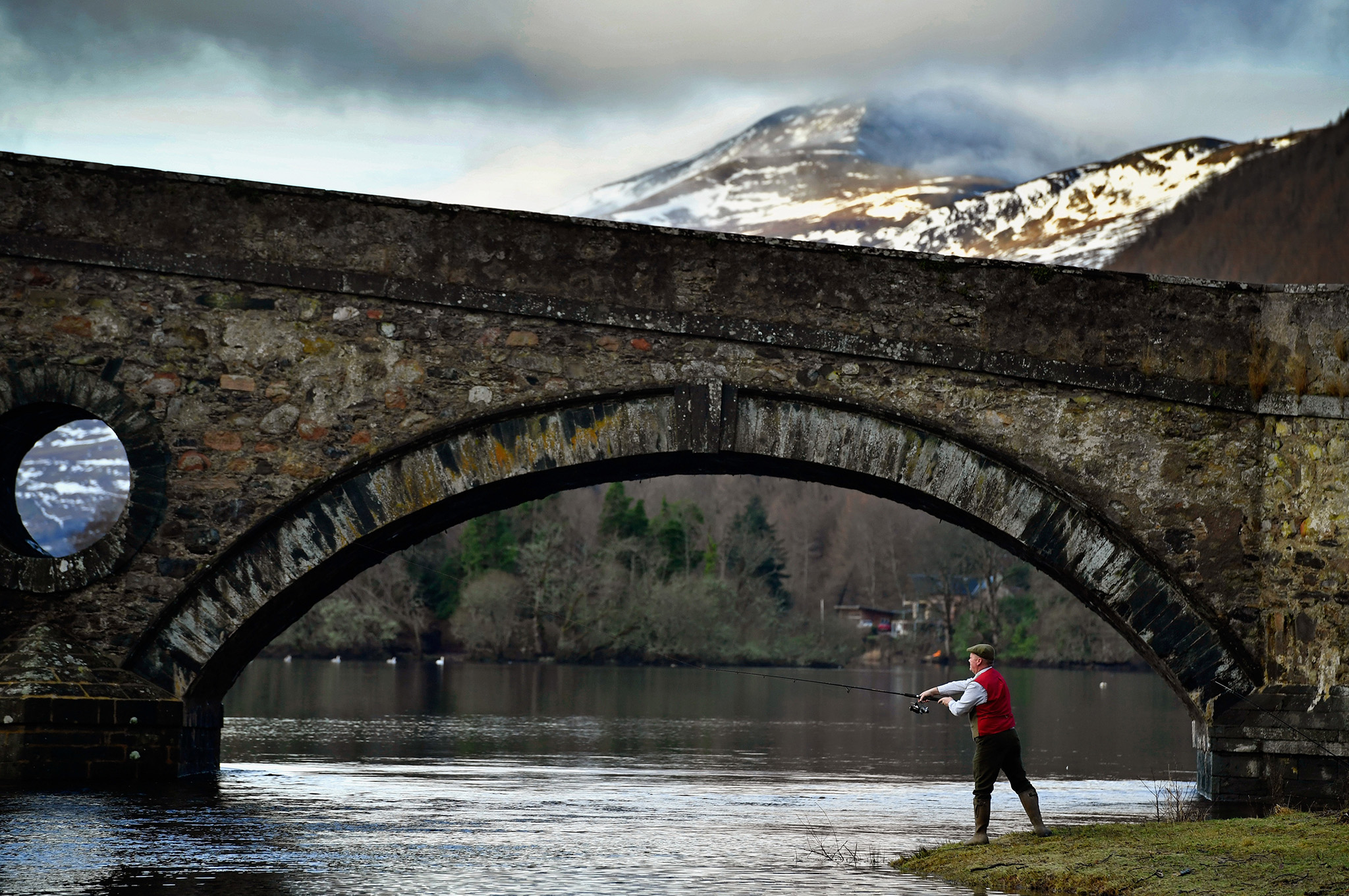 Angelers gather at the River Tay for the opening of the Salmon Fishing season on January 16, 2017 in Kenmore, Scotland. The village of Kenmore has been the traditional venue for the opening of the season since 1947, with this year marking the 70th anniversary.  (Photo by Jeff J Mitchell/Getty Images)