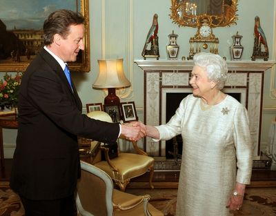 Cameron meets the queen before becoming prime minister
