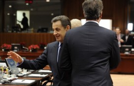 Nicolas Sarkozy avoids shaking David Cameron's hand