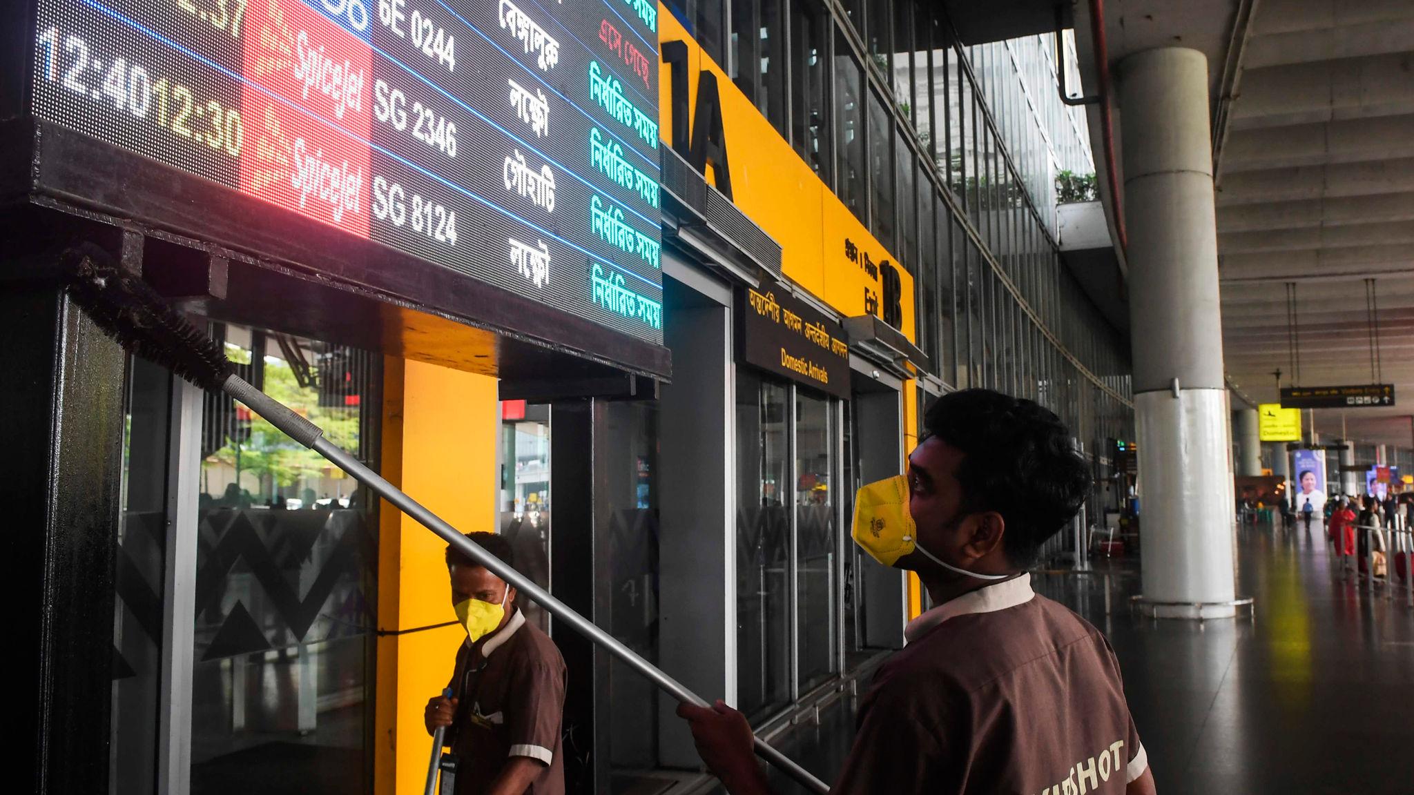 Coronavirus: Boeing stock down 25% as credit rating cut – as it happened |  Financial Times