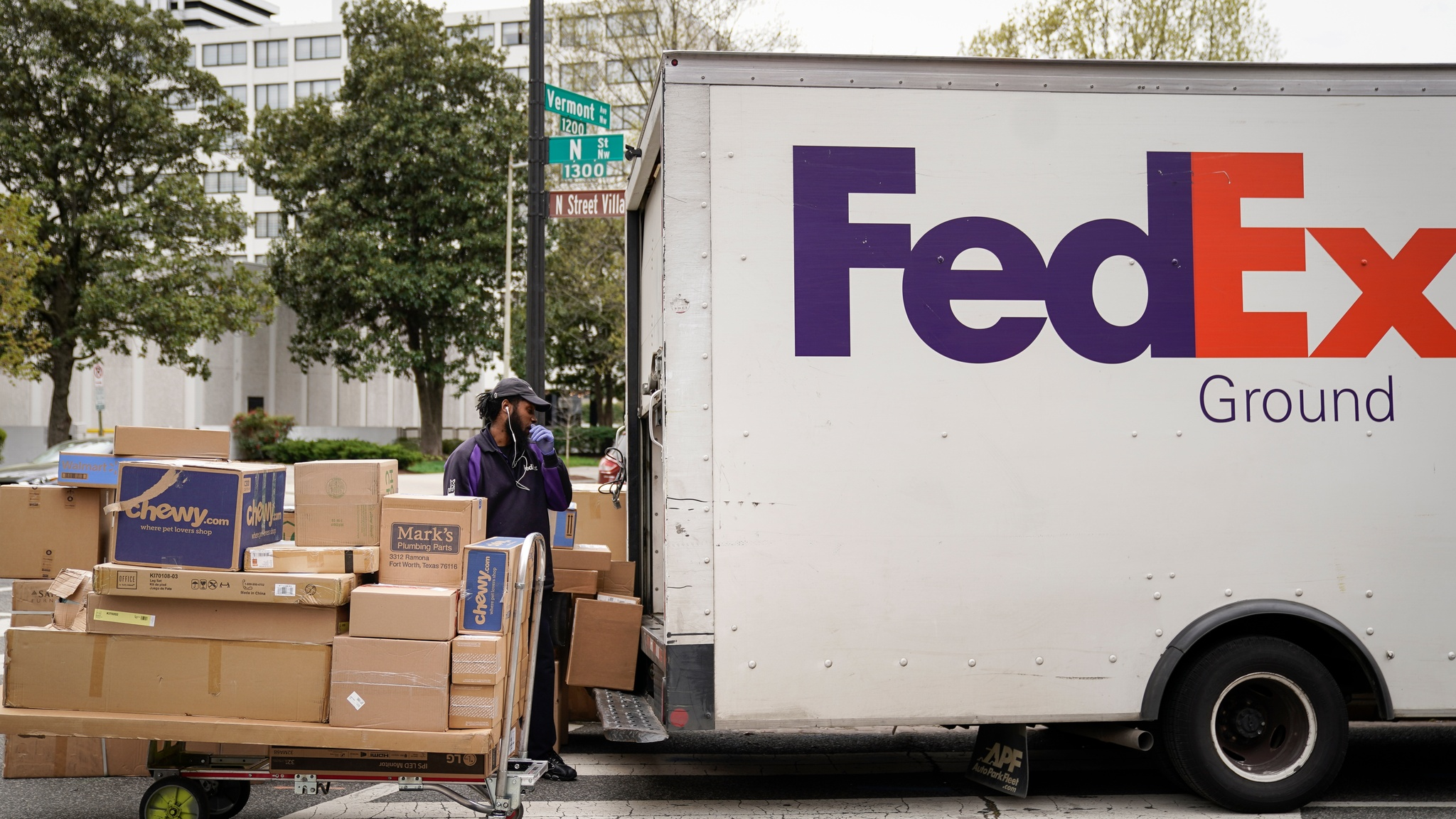 Coronavirus Fedex Results Top View Boosted By Home Deliveries As It Happened Financial Times
